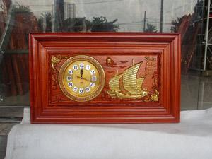 Đồng hồ gỗ hương Thuận Buồm Xuôi Gió thếp vàng kích thước 68cm - TGPX2306