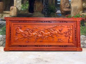 Tranh gỗ hương Bát Mã Truy Phong
