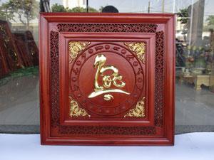 Tranh gỗ chữ Lộc việt viền mành chạm 12 con giáp dát vàng 61cm x 61cm - TGPX2267