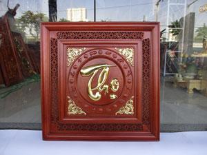 Tranh gỗ chữ Thọ việt viền mành chạm 12 con giáp dát vàng 61cm x 61cm - TGPX2268