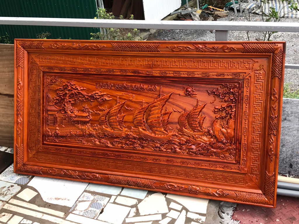 Tranh gỗ hương Thuận Buồm Xuôi Gió khung triện sơn pu 1m27 - TGPX2214PU